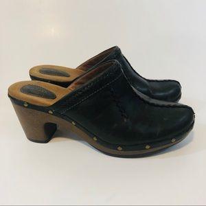 #A31  Clark's Leather Clogs Size 10M